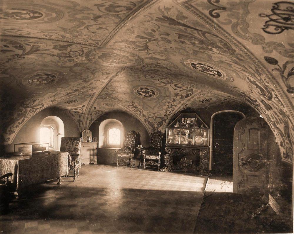 Интерьер Трапезной палаты в одном из Кремлевских дворцов