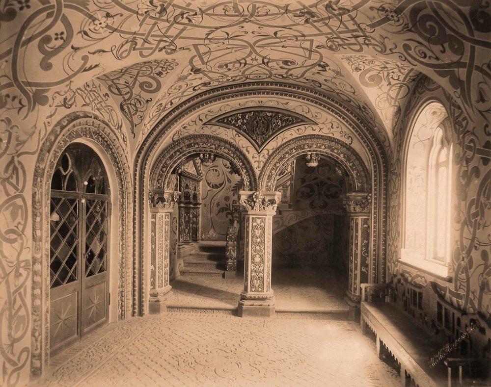 Вид Романовской галереи в Теремном дворце Кремля