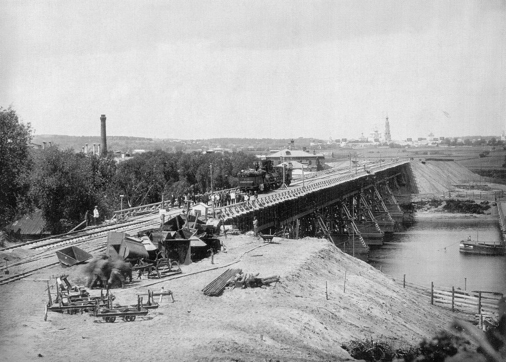 29. Временный деревянный мост через -реку у Нескучного сада