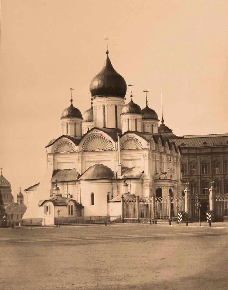 Вид на Архангельский собор в Кремле (построен в 1505-1508 гг. архитектором Алевизом Фрязиным Новым)