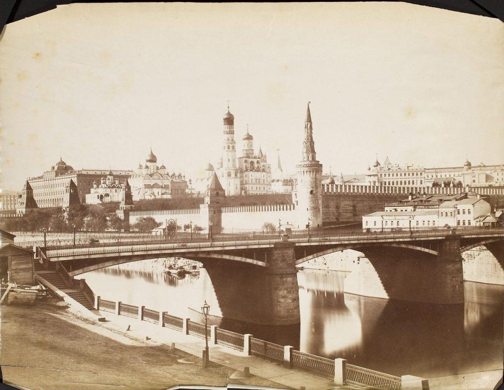 160. Фотография Кремля и Москворецкого моста
