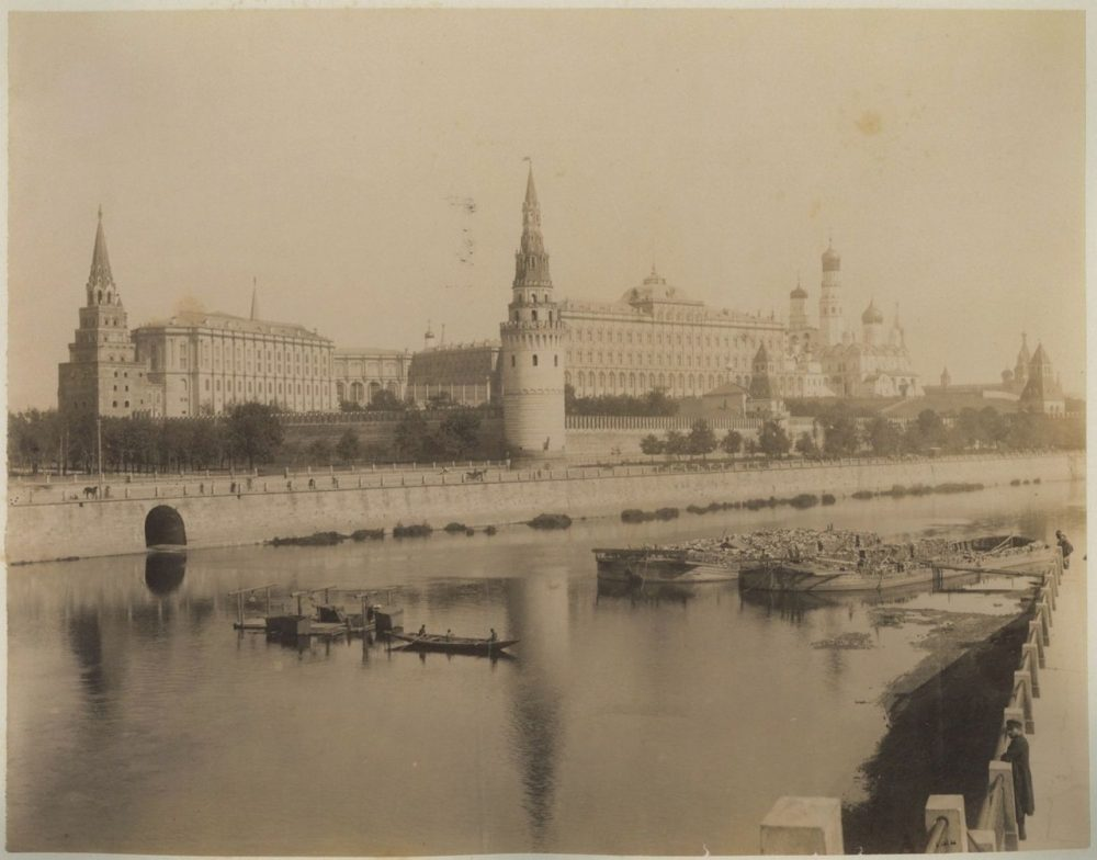 106. Вид на Большой Кремлевский дворец