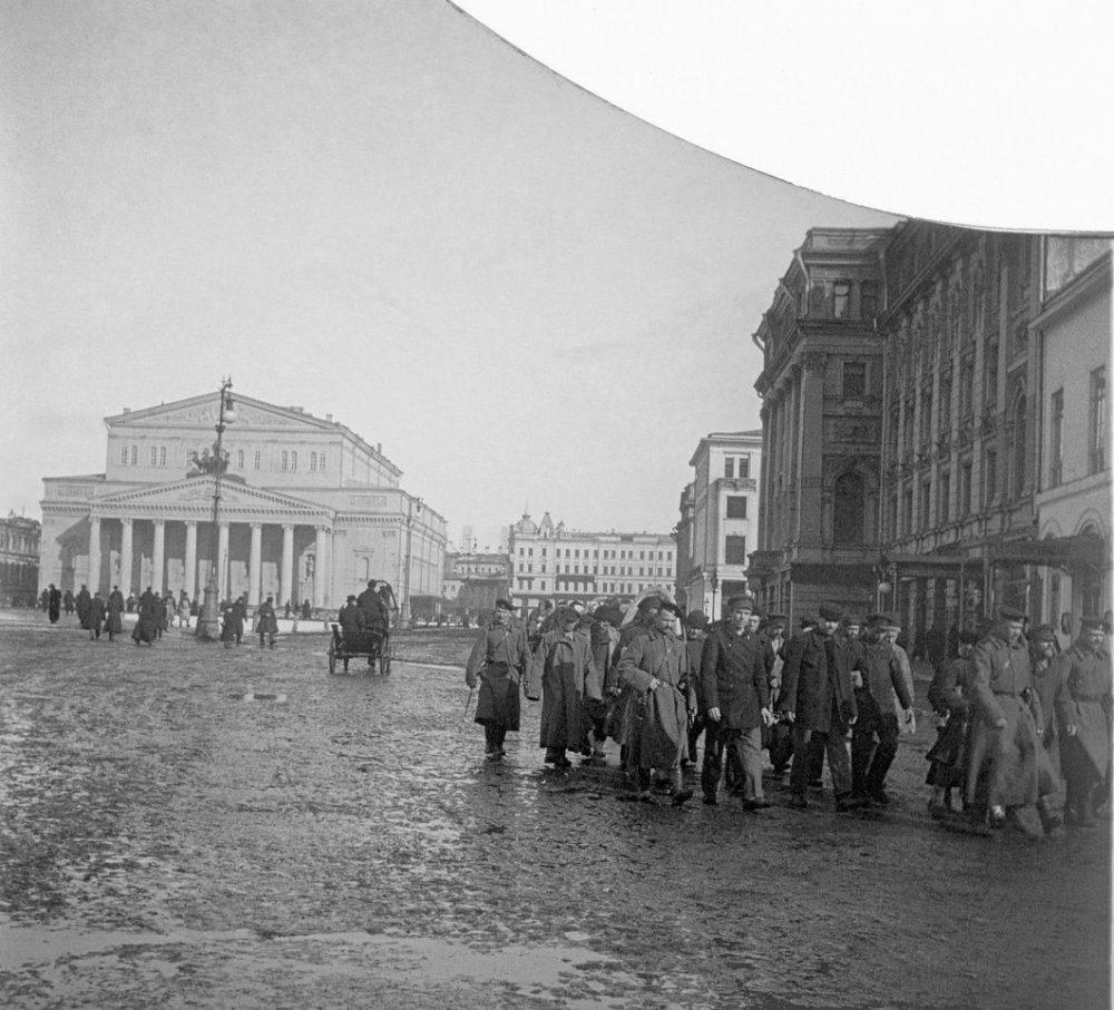 722. Заключенные под конвоем. Россия, Москва, Театральная площадь