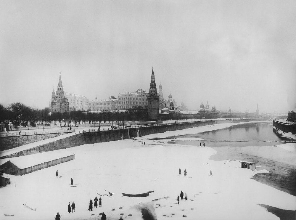 38. Зимний вид на Кремль