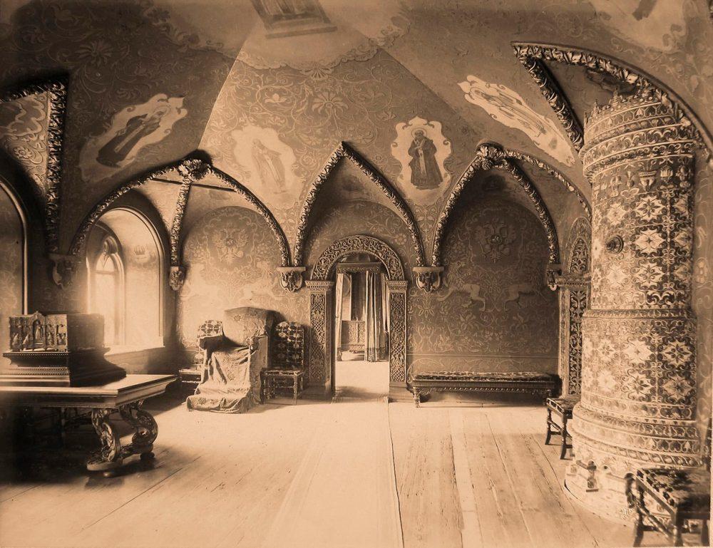 Интерьер Престольной палаты в Теремном дворце Кремля (бывший кабинет царя или Золотая палата)