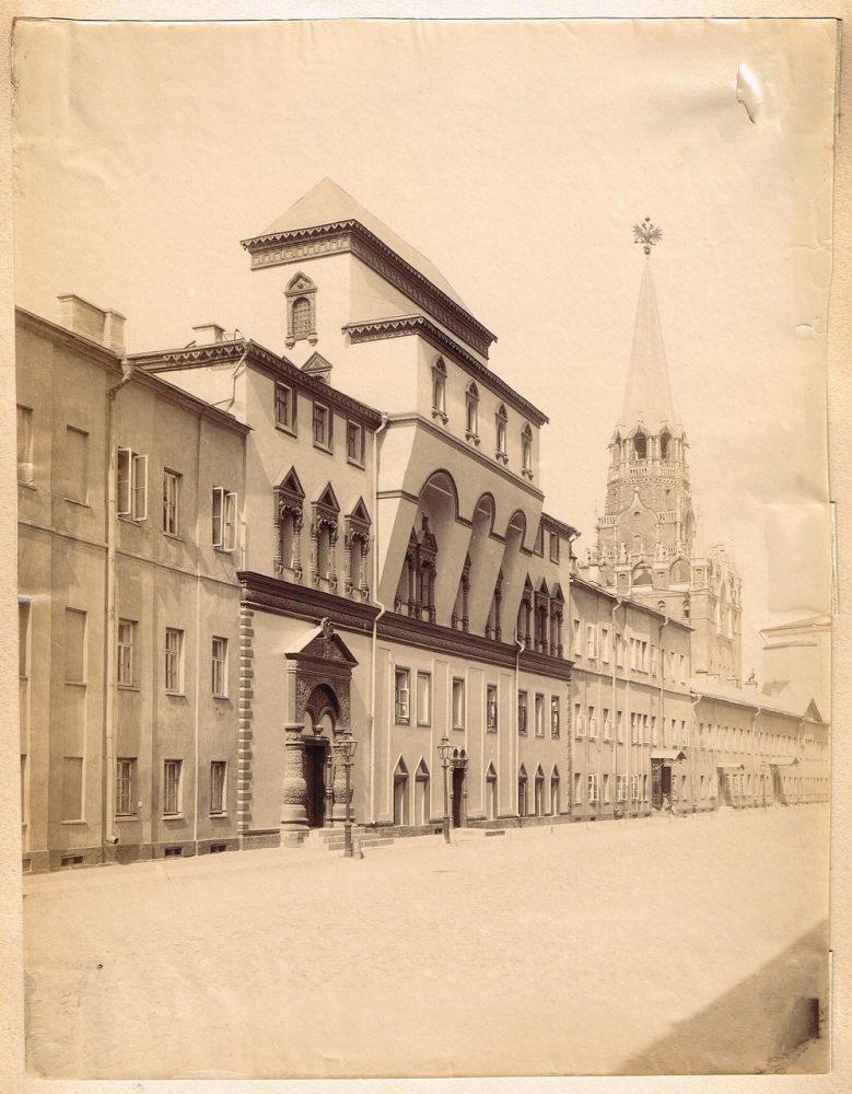 737. В Кремле (прибл. 1870-1880)