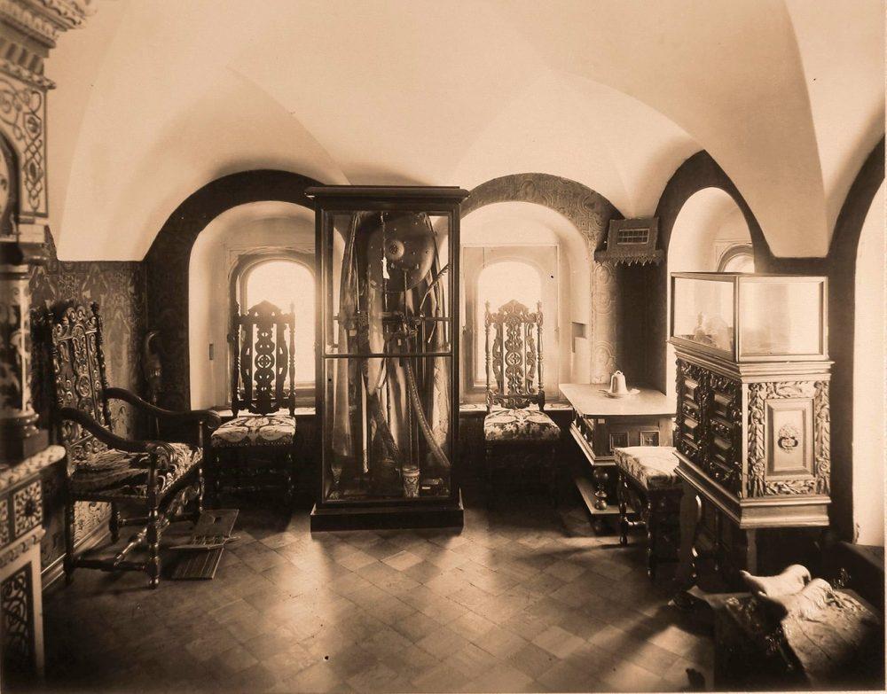 Вид комнаты в палатах бояр Романовых, где находилось оружие