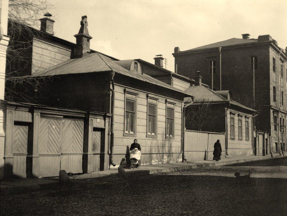 203. Малый Толстовский пер. 4. 1911