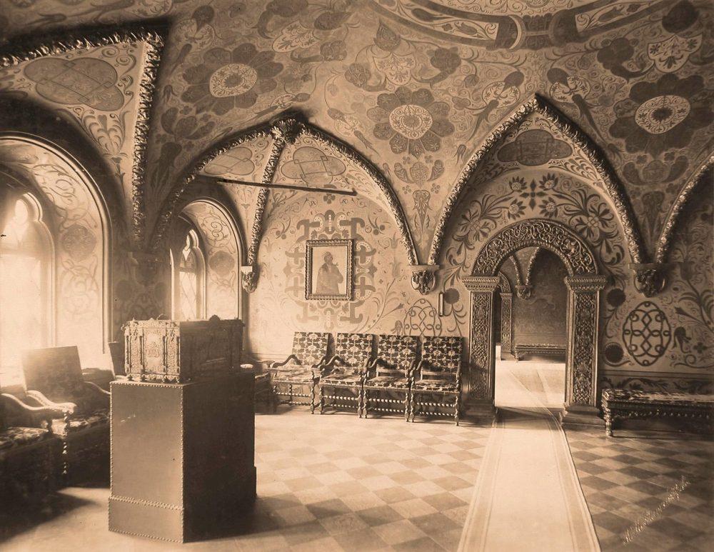 Интерьер Крестовой (Соборной,Думской,Гостиной) палаты в Теремном дворце Кремля