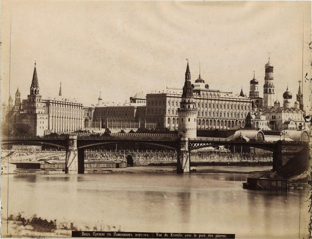 128. Вид Кремля с Каменным мостом