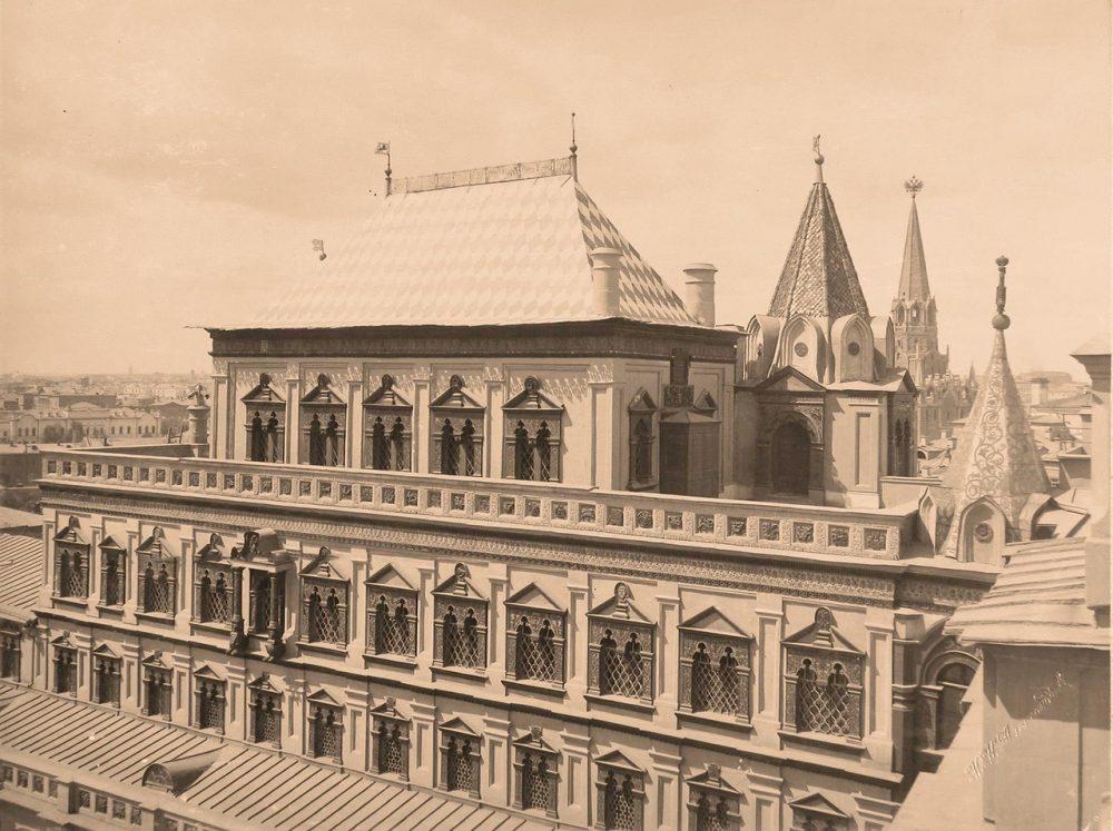 Вид верхней части здания Теремного дворца в Кремле