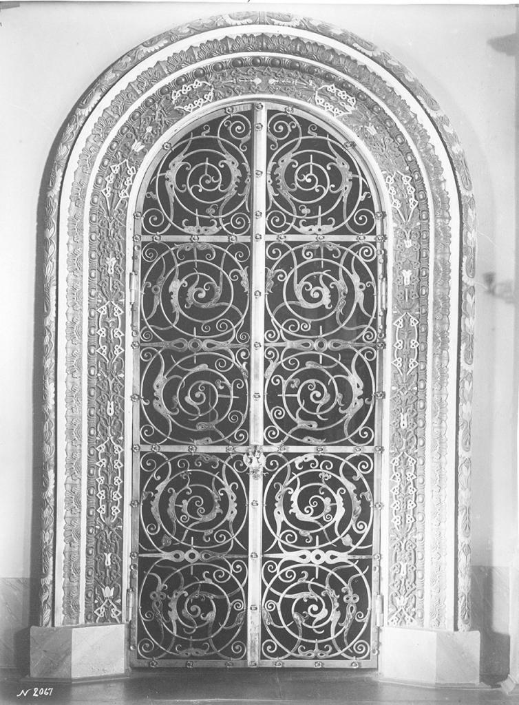 Дверь в церкви Спаса («Золотая решетка»)