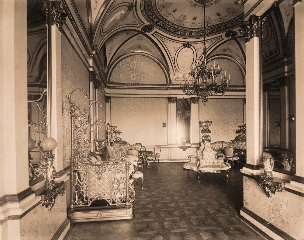 Интерьер гостиной (приёмной) императрицы на Собственной половине Большого Кремлёвского дворца