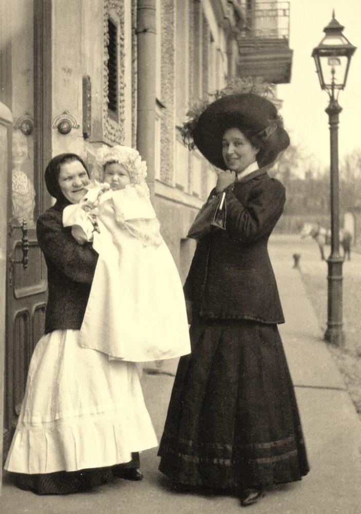 179. Большой Толстовский переулок. Первый выход в свет.1910