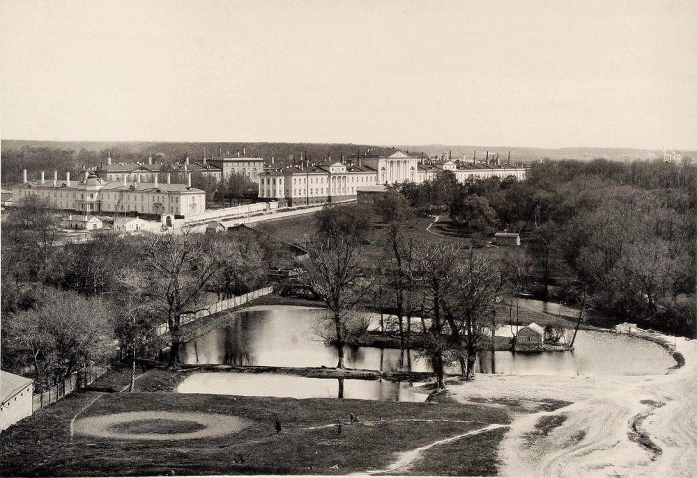 311. Военный госпиталь и Лефортовский парк. Вид с противоположного берега Яузы