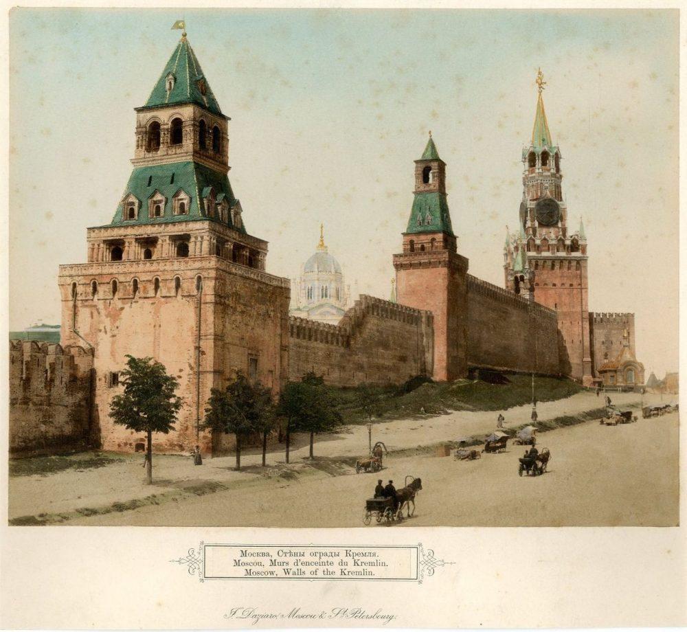 Стены ограды Кремля