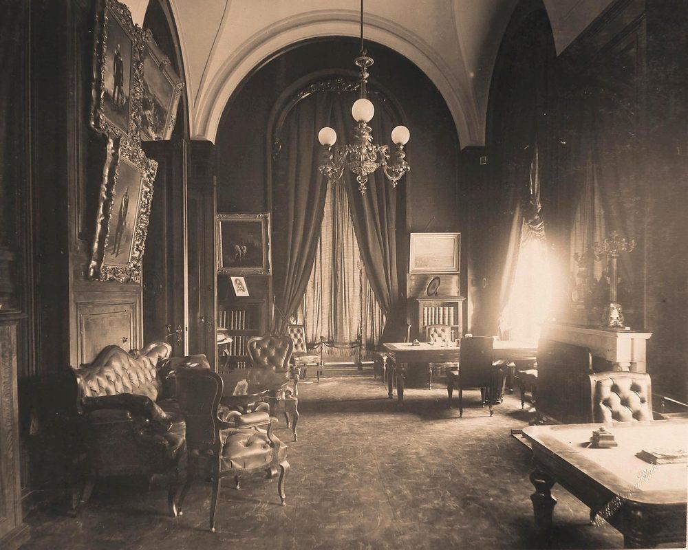 Интерьер кабинета императора в Собственной половине Большого Кремлёвского дворца