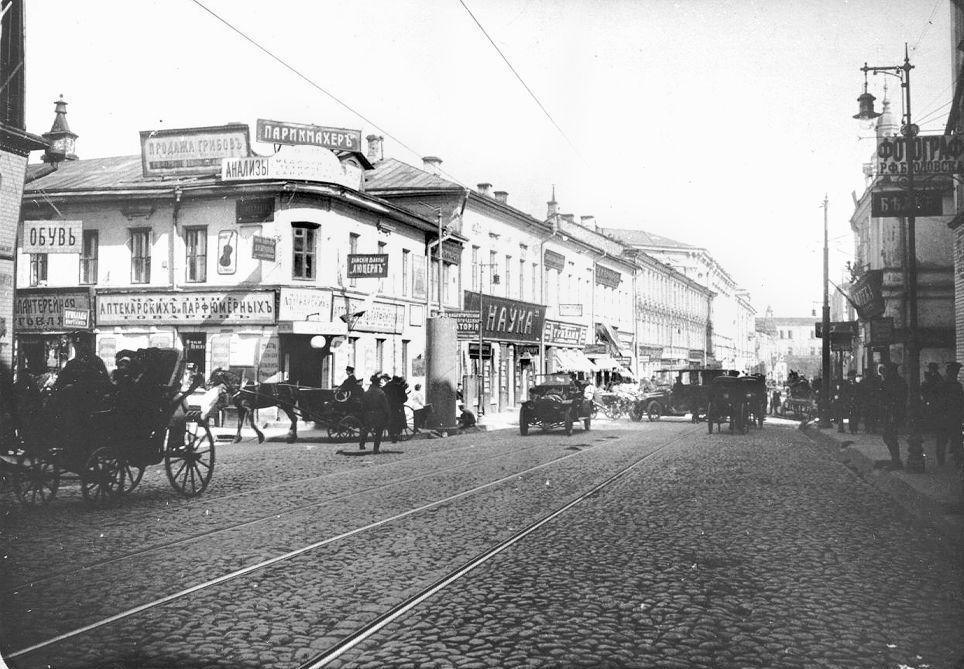 176. Большая Никитская улица. Вид в сторону Моховой улицы.1914