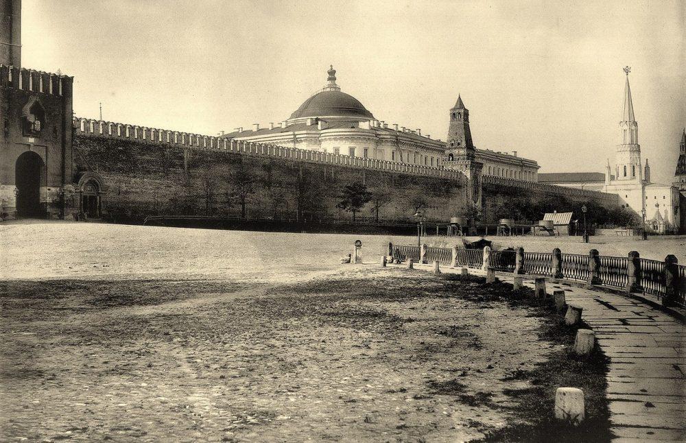 153. Сенатский дворец, вид с Красной площади, 1883
