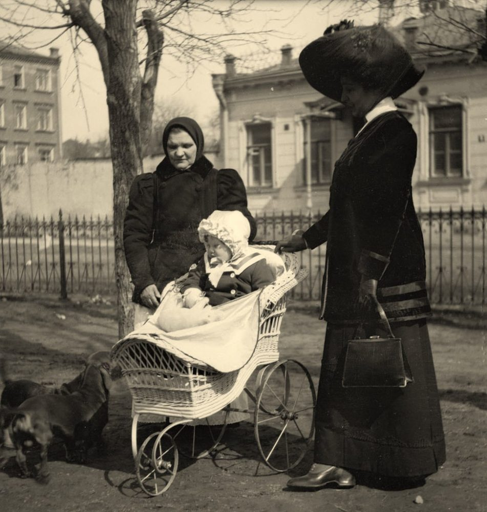 181. В Спаспесковском сквере. 1911
