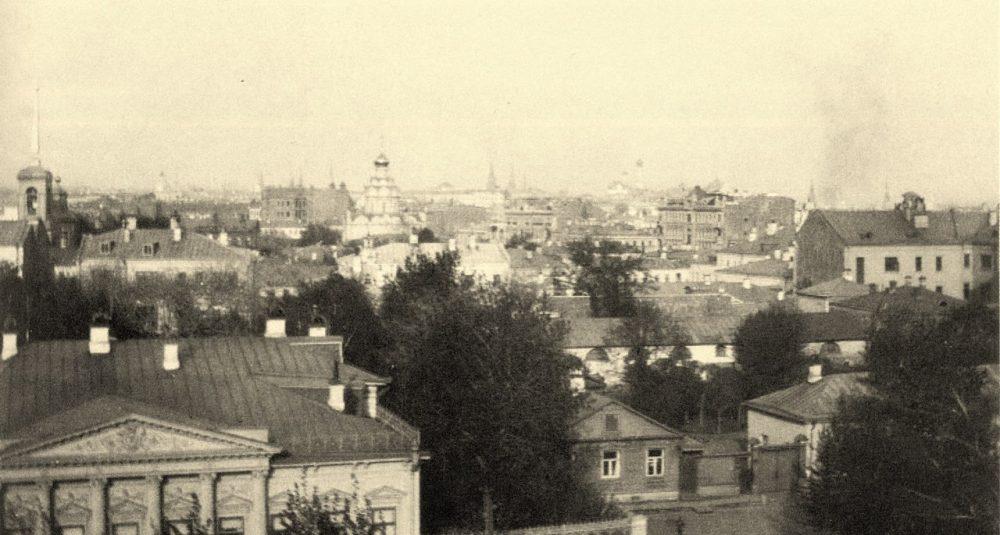 185. Вид из дома на Спасопесковской площадке на восток. 1908-1910