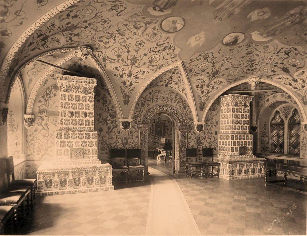 Вид изразцовых печей в Парадных сенях Теремного дворца в Кремле
