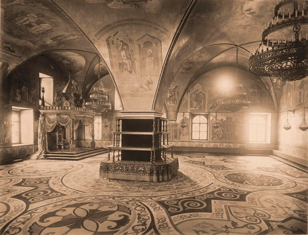 Интерьер Грановитой палаты (построена в 1487-1491 гг. итальянскими архитекторами Марком Фрязиным и Пьетро Антонио Солари)