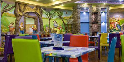 Все блюда меню и напитки, проведение банкетов в семейном кафе «Сказка» со скидкой до 50%