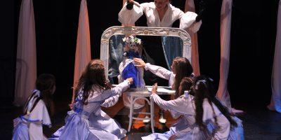 Спектакль «Аничков мост» в «Театре Луны»