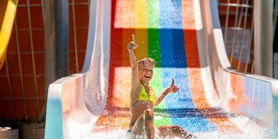Целый день в аквапарке «Аква-Юна»: серфинг, горки, водопады, гейзеры, бильярд, сауна, джакузи и другие развлечения для взрослых и детей со скидкой до 50%