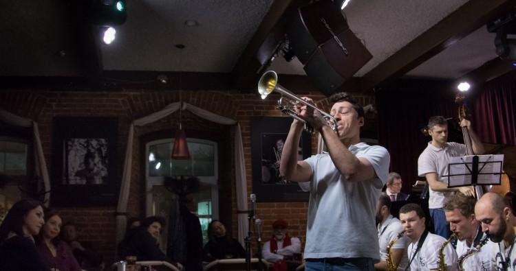 Воскресный бранч с джазовым оркестром Петра Востокова