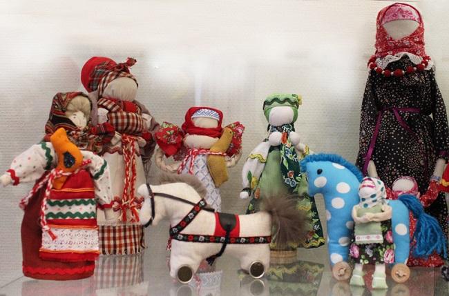 Выставка «Кукольный календарь»