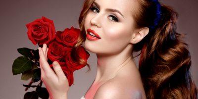 Розы в праздничной коробке от компании Icon Roses со скидкой до 51%