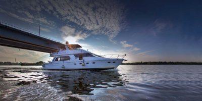 Романтическое свидание или праздник на элитной яхте Carver 560 со скидкой до 76%