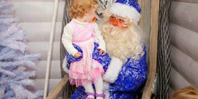 Новогодние праздники для детей в городе профессий «КидБург» и музее-театре «Сказкин Дом»