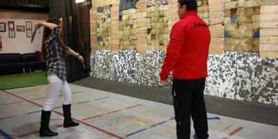Занятия по метанию ножей в клубе «Лабиринт»