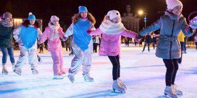 Утренние зарядки, танцы и спортивные игры на катке ВДНХ